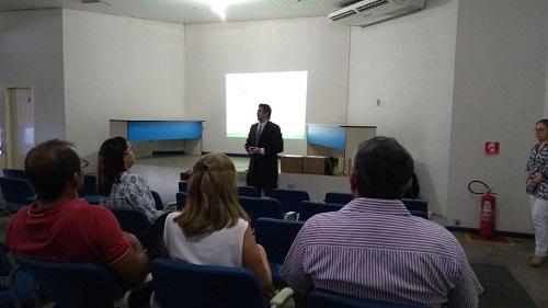 Gestores e representantes dos municípios da região de Iguatu, vice-presidente da Jucec, Caio Rodrigues, e analista de sistemas da Jucec, Victor Lima.