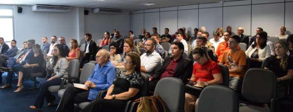Público que foi assistir ao lançamento da implantação do blockchain