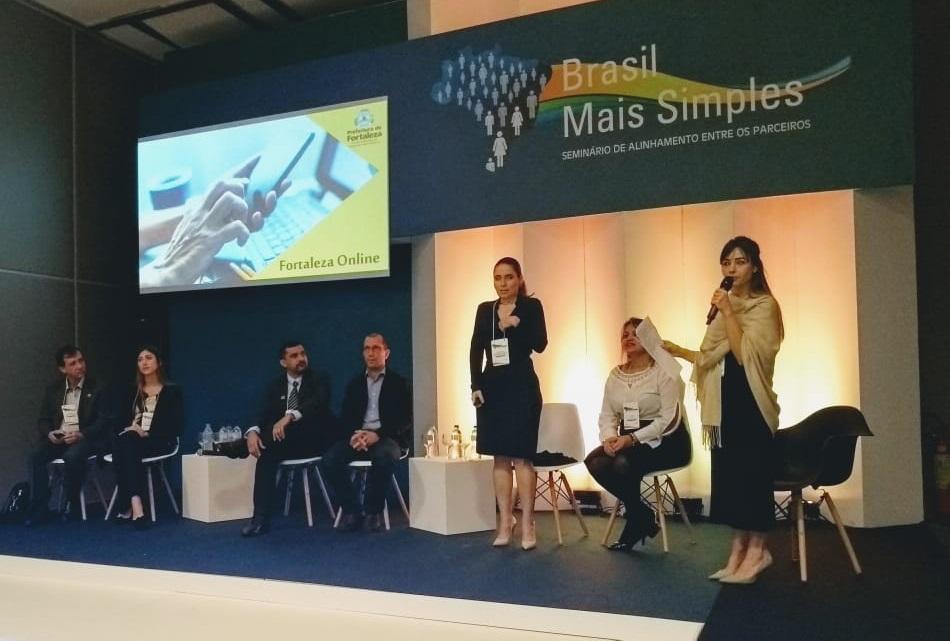 Composição da mesa na sala temática 5 - Seminário de Alinhamento entre os Parceiros, no evento Brasil Mais Simples 2018.